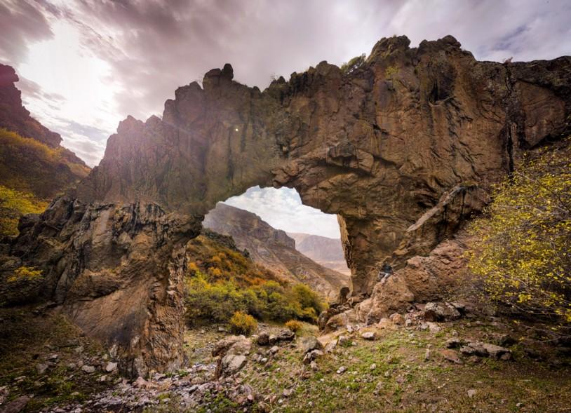 HIKEArmenia Kapuyt Stone Arch
